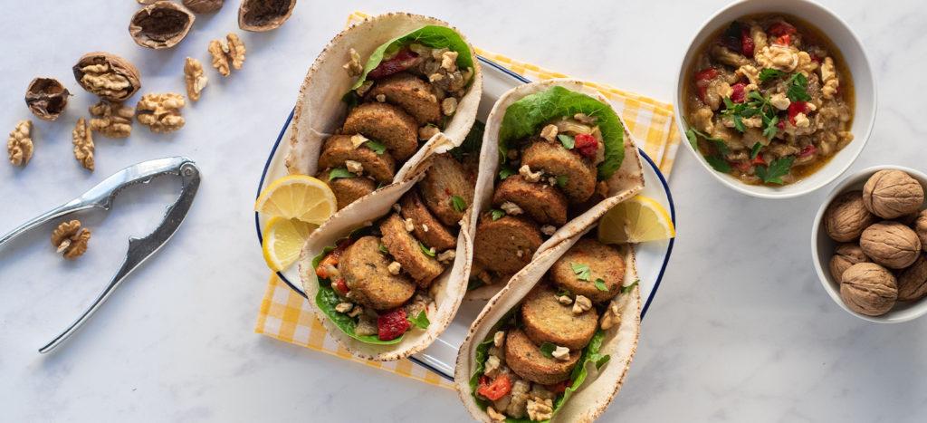 Φαλάφελ τυλιχτά σε αραβική πίτα με μελιτζανοσαλάτα και καρύδια